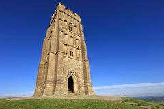 Le massif de roche historique de Glastonbury à Somerset, Angleterre, Royaume-Uni Photo stock