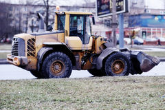 Le matériel de construction rassemble la neige photos stock