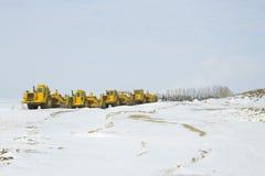 Le matériel lourd de construction a stationné dans une ligne Photographie stock libre de droits