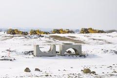 Le matériel lourd de construction a stationné dans une ligne Images libres de droits