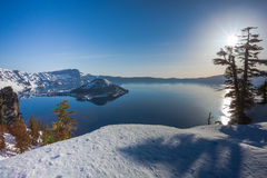 Le matin au lac crater photos libres de droits