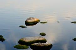 Le matin du lac est - pierre image libre de droits