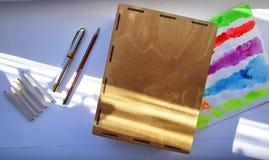 Le matite taglienti hanno affilato con un'affilatrice meccanica speciale Tali matite perfettamente taglienti sono ottenute soltan immagine stock libera da diritti