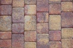 Le mattonelle colorate strutturate hanno fatto della pietra naturale fotografia stock libera da diritti