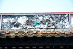 Le mattonelle della gronda della sgocciolatura e la scultura di argilla della gronda Fotografie Stock