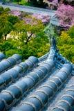 Le mattonelle di tetto del castello di Himeji fotografia stock