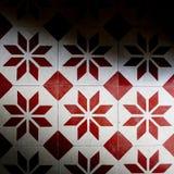 Le mattonelle rosse ed il bianco colorano la struttura del fondo Immagini Stock
