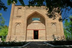 Le mausolée antique de Karahan, ville de Taraz, Kazakhstan photos libres de droits