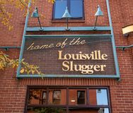 Le mazze da baseball del forte battitore di Louisville si dirigono fotografie stock