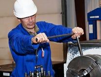 Le mécanicien sur un lieu de travail Photo libre de droits