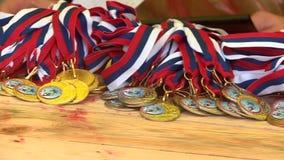 Le medaglie attendono l'assegnazione video d archivio