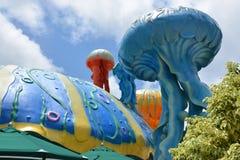 Le meduse scolpiscono nel parco dell'oceano Immagini Stock