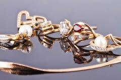 Le meilleur cadeau pour la fille - bijoux d'or Images stock