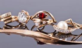 Le meilleur cadeau pour la fille - bijoux d'or Photographie stock libre de droits