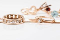 Le meilleur cadeau pour la fille - bijoux d'or Photographie stock
