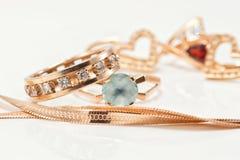 Le meilleur cadeau pour la fille - bijoux d'or Images libres de droits