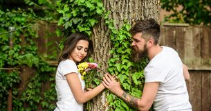 Le meilleur endroit de parc pour la date romantique Appréciez la date romantique en parc Couples à l'arrière-plan romantique d'ar photo libre de droits