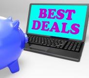 Le meilleur ordinateur portable d'affaires montre des affaires et l'épargne en ligne Images stock