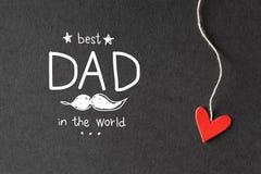 Le meilleur papa dans le message du monde avec les coeurs de papier Photographie stock libre de droits