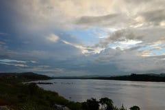 Le Mekong sur le coucher du soleil en Thaïlande image libre de droits