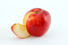 Le mele e la fetta sugose rosse Fotografie Stock
