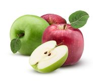 Le mele rosse e verdi una hanno tagliato a metà con la foglia con le gocce di acqua Fotografia Stock