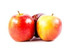 Le mele rosse isolate su fondo bianco fruttifica alimento sano Fotografia Stock Libera da Diritti