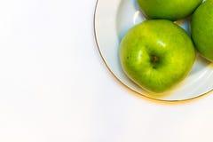 Le mele succose, delizia, mature si inverdiscono su un fondo bianco Immagini Stock Libere da Diritti