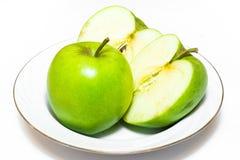 Le mele succose, delizia, mature si inverdiscono su un fondo bianco Immagini Stock