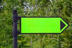 Le menthol vert signent dedans le parc Flèche où aller Maquette image stock