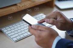 Le message de connexion de communication de courrier aux contacts de expédition téléphonent photos libres de droits