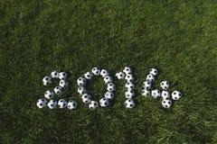 Le message pour 2014 a fait avec des ballons de football du football Photographie stock
