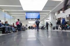 LE MEXIQUE - 22 NOVEMBRE 2017 : Intérieur international d'aéroport du Mexique avec des personnes Photo stock