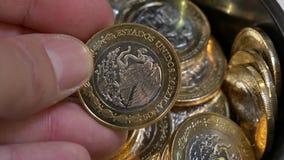 Le Mexique 10 pesos - ces pièces de monnaie sont bimétalliques clips vidéos