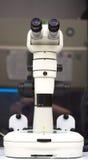 Le microscope photographie stock libre de droits