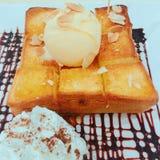 Le miel a grillé avec la crème glacée  photographie stock