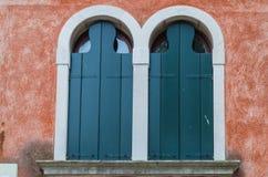 Le migliori finestre nella bella città di Venezia fotografie stock