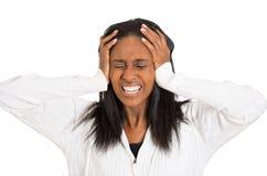 Le milieu triste soumis à une contrainte a vieilli la femme au foyer, femme frustrante Image stock