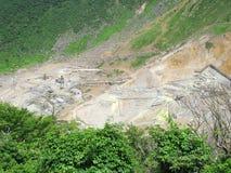 Le miniere solforiche nella valle a Fuji-Hakone parcheggiano Immagini Stock