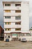 Le minimaliste a dénommé l'immeuble blanc en Havana Cuba Photographie stock libre de droits