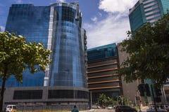 Le ministère des finances et panneau de service des impôts britannique, route de Wrightson, Port-d'Espagne, Trinidad à l'intersec Photographie stock libre de droits