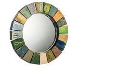 Le miroir fait main dans une texture modifiée la tonalité en bois de cadre a fendu la peinture Photo libre de droits