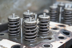 Le modèle d'une soupape de moteur de véhicule, d'échappement de moteur et de la valve d'admission, de la valve de ressort du mote Photos stock