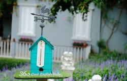 Le modèle de maison d'oiseau photographie stock libre de droits