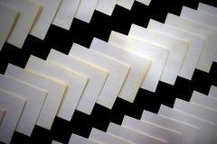 Le modèle de pile de papiers donnent une consistance rugueuse côte à côte Photo stock