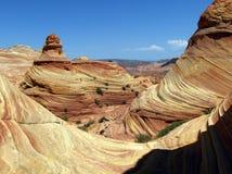 Le modèle de vague dans les falaises de roche et les flèches des buttes de coyotes, aka de la vague Photographie stock libre de droits