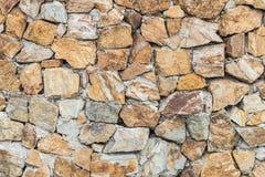 Le modèle extérieur de brique de plan rapproché au vieux mur de briques en pierre a donné au fond une consistance rugueuse Image libre de droits