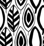 Le modèle noir et blanc décoratif sans couture avec l'encre dessinée part Photo stock