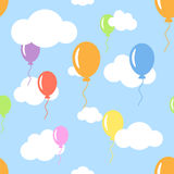 Le modèle sans couture avec des nuages et la couleur différente monte en ballon le floati Photos stock
