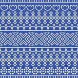 Le modèle sans couture a inspiré par l'art populaire scandinave et finlandais Fond bleu et blanc nordique Décoration répétée Photographie stock